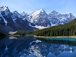 Moraine Lake en de Valley of the Ten Peaks (Nationaal park Banff, Alberta, Canada)