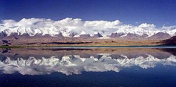 350px-Mt_Kongur_Lake_Karakul_Xinjiang_Ch