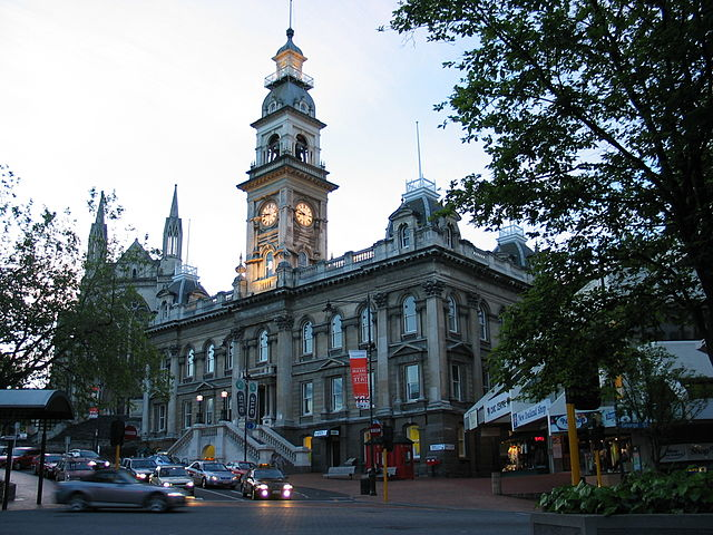 https://upload.wikimedia.org/wikipedia/commons/thumb/c/c5/NZ_dunedin_SI.jpg/640px-NZ_dunedin_SI.jpg