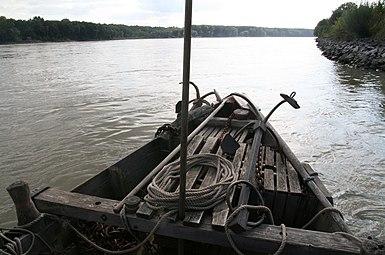 Nationalpark Donau-Auen Orth an der Donau 2012 Tschaike 04.jpg