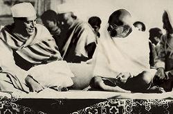মহাত্মা গান্ধী ও জওহরলাল নেহেরু, ১৯৩৫।