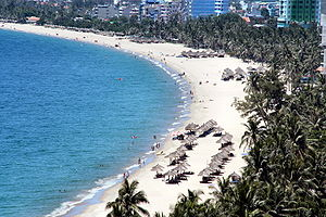 Français : Une plage à Nha Trang