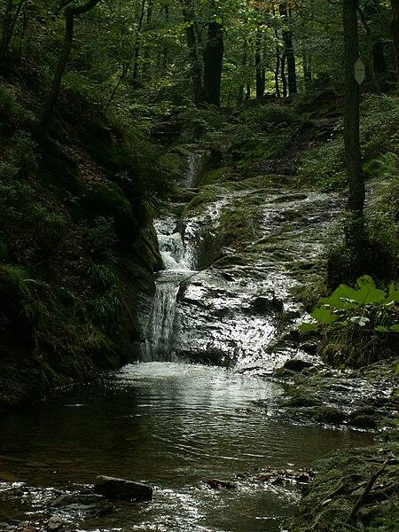 Rando dans le Morvan 450px-Ninglinspo%2C_Nonceveux%2C_ruisseau_de_Belgique%2C_cascade%2C_vall%C3%A9e_Ambl%C3%A8ve