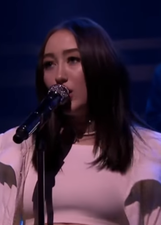 Noah Cyrus - Cyrus performing in January 2018