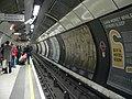 Nortbound northern line platform at London Bridge station 2005-11-27.jpg