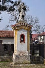 Kaple se sochou svatého Jana Nepomuckého