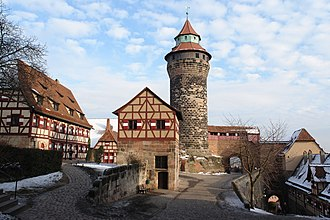 Nuremberg Castle - Tiefer Brunnen (Deep well, small building with gable roof in the middle) and Sinwellturm (Sinwell Tower)