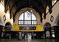OPOLE dworzec PKP- hol główny poczekalni i kas. sienio.JPG