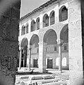 Omayaden moskee, het voorplein met bogengalerij, Bestanddeelnr 255-5908.jpg
