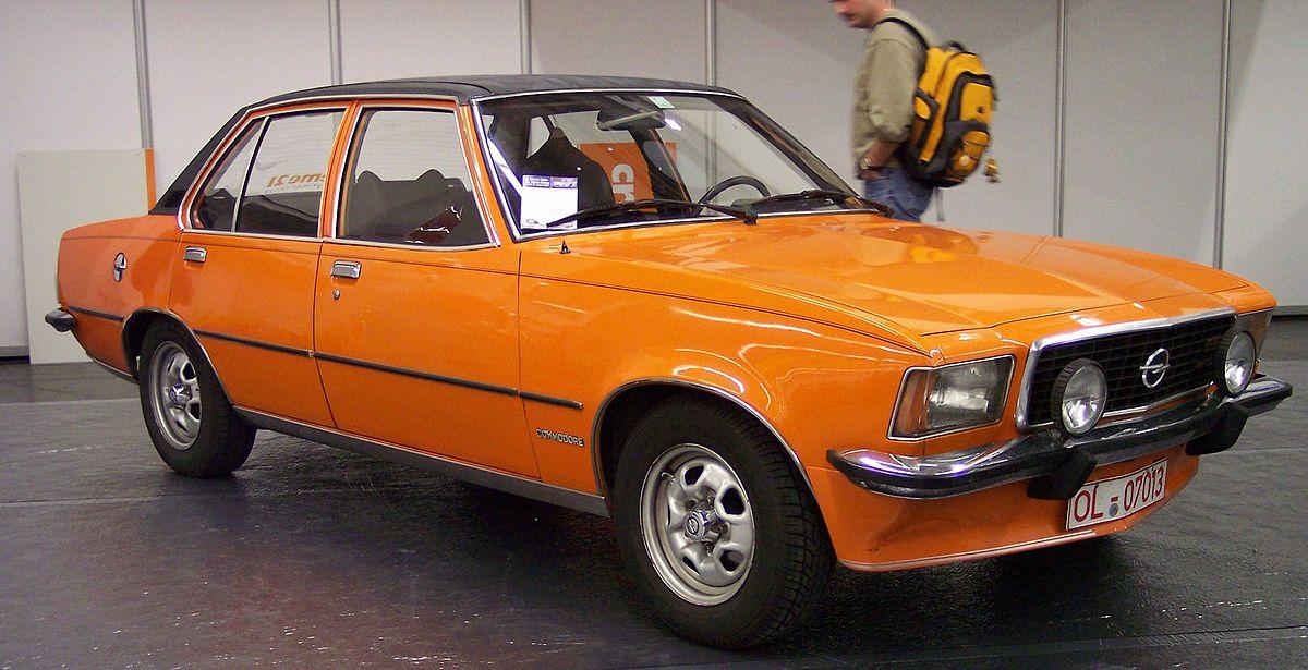 https://upload.wikimedia.org/wikipedia/commons/thumb/c/c5/Opel_Commodore_vr_orange_TCE.jpg/1200px-Opel_Commodore_vr_orange_TCE.jpg