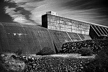 220px-Oroville_dam.jpg