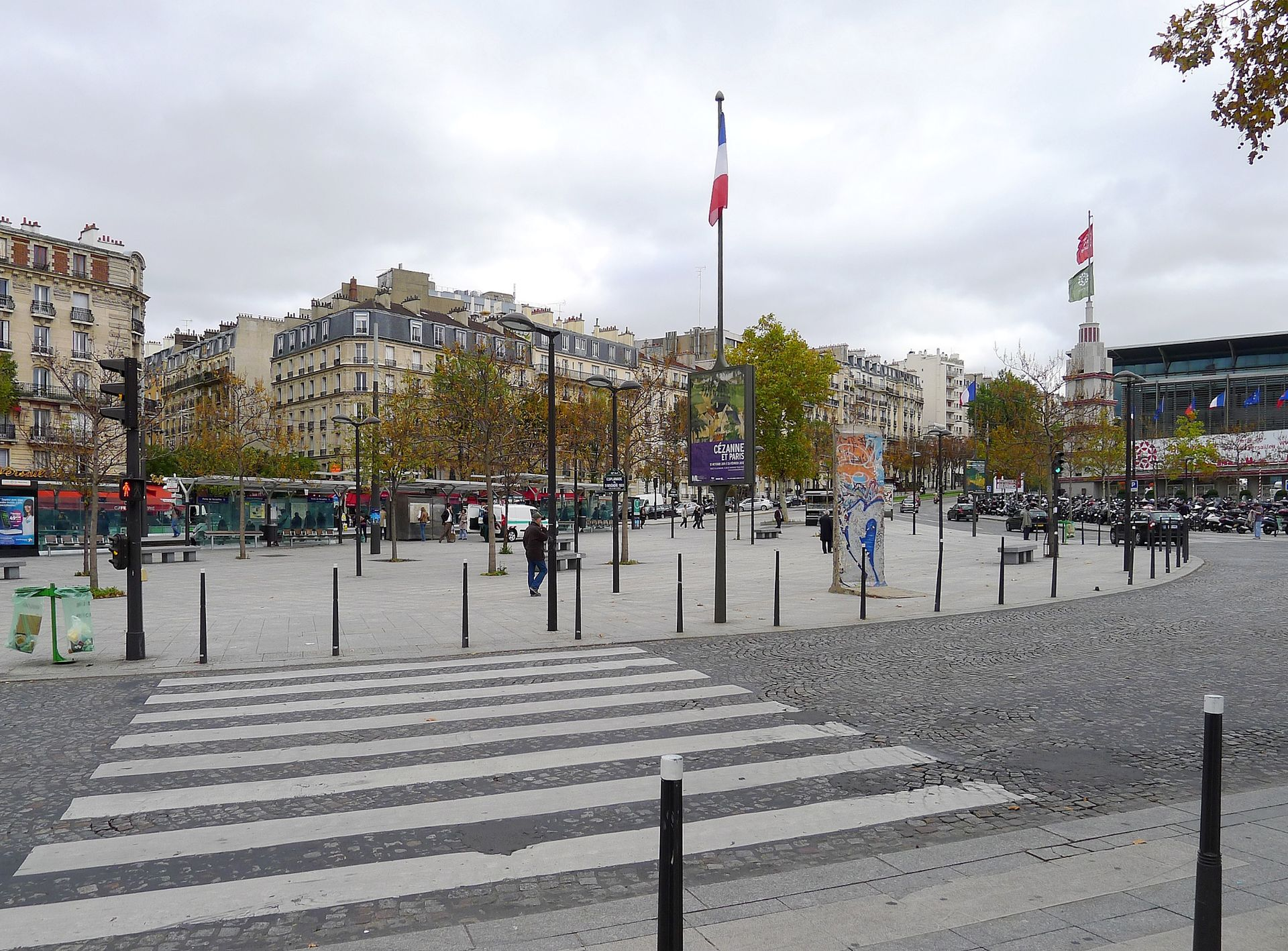 Esplanade du 9 novembre 1989 wikip dia - Palais des expositions porte de versailles ...