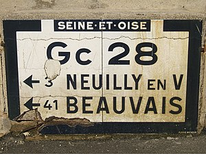 Seine-et-Oise - An old Michelin roadsign in Marines