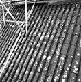 Pannendak, bestaande uit holle en bolle dakpannen, tijdens restauratiewerkzaamheden - Bornwird - 20329549 - RCE.jpg