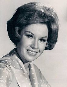 Pat Crowley in Please Don't Eat the Daisies (1965).JPG