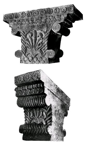 Pataliputra - The Pataliputra capital, showing Persian and especially Greek influence,  with volute, bead and reel, meander or honeysuckle designs. Early Mauryan period, 3rd century BCE.