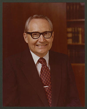 L. Tom Perry - Image: Perrypres