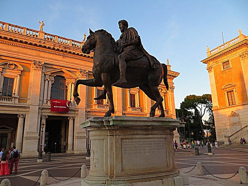 File:Piazza del Campidoglio - Statua equestre di Marco Aurelio - panoramio.jpg