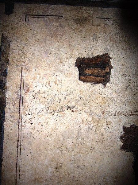 File:Piramide C Cestio interno graffito 1703 1050795.JPG