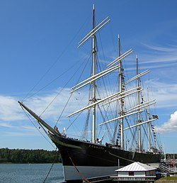The museum ship Pommern is anchored in the wastren o Mariehamn's twa harbours, Västerhamn.