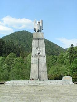 http://upload.wikimedia.org/wikipedia/commons/thumb/c/c5/Pomnik_%C5%9Awierczewskiego.jpg/250px-Pomnik_%C5%9Awierczewskiego.jpg