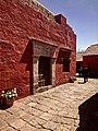 Portada y calle en el monasterio de santa Catalina, Arequipa.jpg