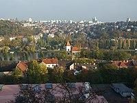 Praha, Radlice, pohled na zlíchovský kostel.JPG
