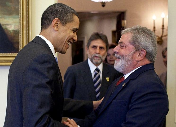 President Barack Obama meets with President Luiz Inácio Lula da Silvia crop
