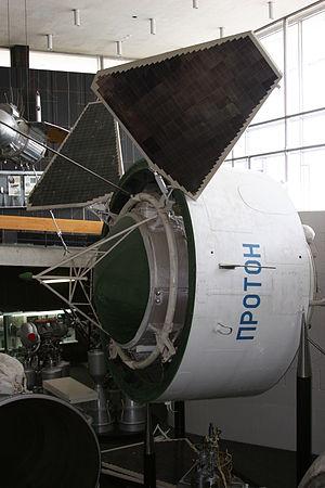 Proton satellite - Image: Proton satellite model