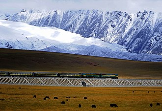 Qinghai–Tibet Railway - A train pulled by an NJ2 locomotive travels on the Qingzang railway in 2008.