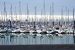 Réflection de voiliers sur la mer (2).JPG