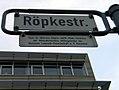 Röpkestraße Hannover Straßenschild Legende Prof. Dr. Wilhelm Röpke 1899-1966 Förderer der Volksaktienidee Mitbegründer der Hermann-Lindrath-Gesellschaft e.V.jpg