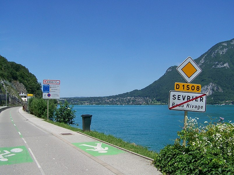 Sight of the D 1508 road entering into French city of Annecy after leaving Sevrier (Haute-Savoie).