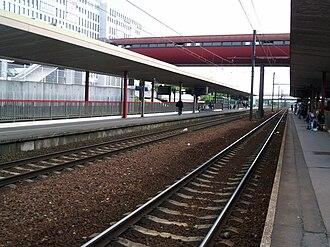 Saint-Quentin-en-Yvelines–Montigny-le-Bretonneux station - Image: RER C Gare SQY 9
