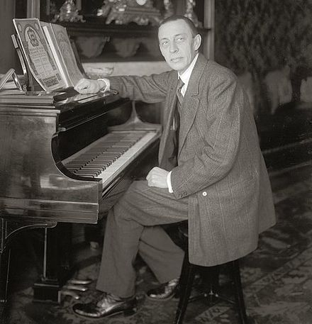 Pianist and composer Sergei Rachmaninoff paid for Anna to stay at the Garden City Hotel on Long Island, where she first used the name Anderson. Rachmaninoff seated at Steinway grand piano.jpg