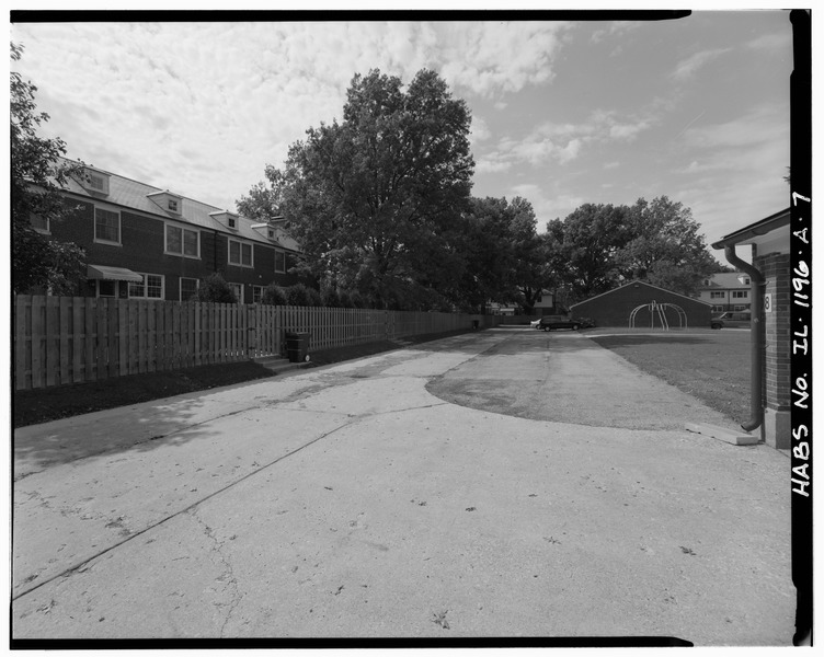 File:Rear - Scott Air Force Base, General Officer Quarters, 229 Birchard Street, O'Fallon, St. Clair County, IL HAER ILL,82-OFAL,1-7.tif