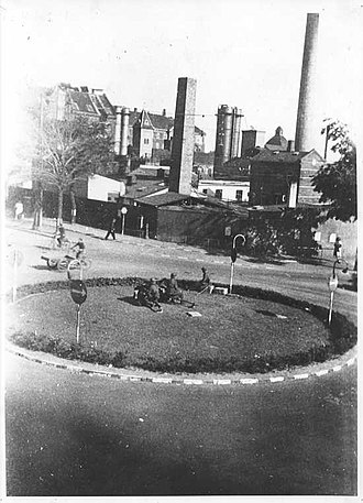 Toftegårds Plads - The roundabout with the demolished factory buildings in the background in 1944