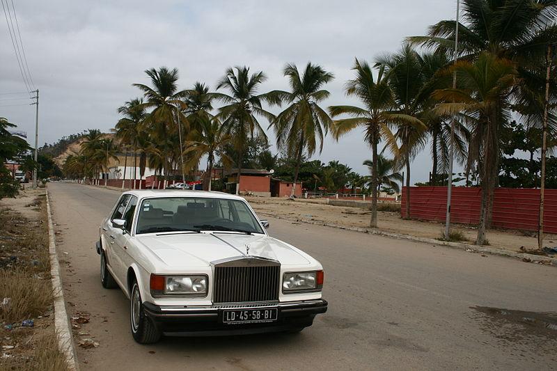 Archivo: Rolls Royce en Porto Amboim, Angola.JPG