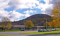 Round Hill Elementary School.jpg
