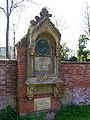 Ruhestätte Franz Baer -Erzbischhöfl. Bauinspektor 4.10.1859-3.7.1891- Übersicht Hauptfriedhof Freiburg Breisgau.jpg