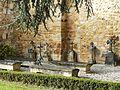Saint-Sauveur (Dordogne) église tombes.JPG