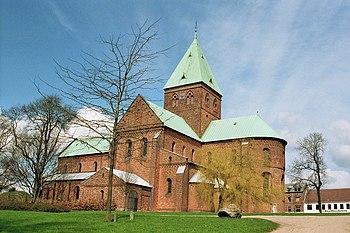 La iglesia de San Benito desde el sur.