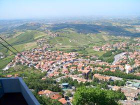 Πανοραμική άποψη του Αγίου Μαρίνου από το Monte Titano