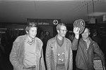 Schaatsers arriveren op Schiphol voor EK in Heerenveen vlnr Claeson, Kuiper, Bestanddeelnr 927-7084.jpg