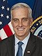Segretario McDonough, foto ufficiale (ritagliata).jpg