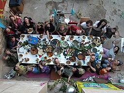 Sentados a la mesa en Can Masdeu