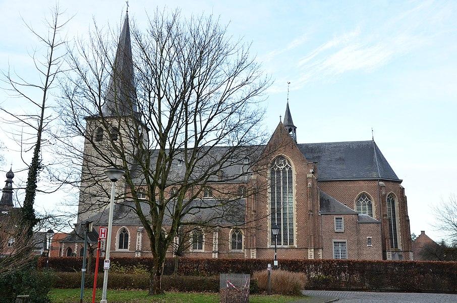 Sint-Amelbergakerk te Zandhoven vanaf zuiden