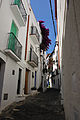 Small street of Cadaques (4871795350).jpg