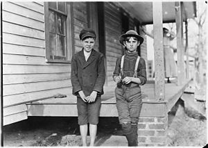 Chester, South Carolina - Young mill workers in Chester, 1908, photographed by Lewis Hine