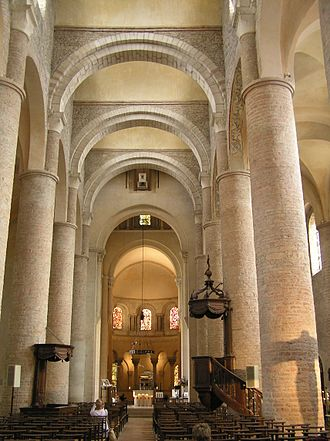 Tournus - Image: St Philibert Tournus nave